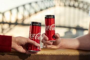 可口可乐只需1年不碰手机就奖70万不料有人8个月就做出决议